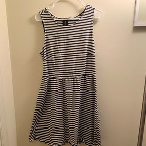 Striped dress with zipper